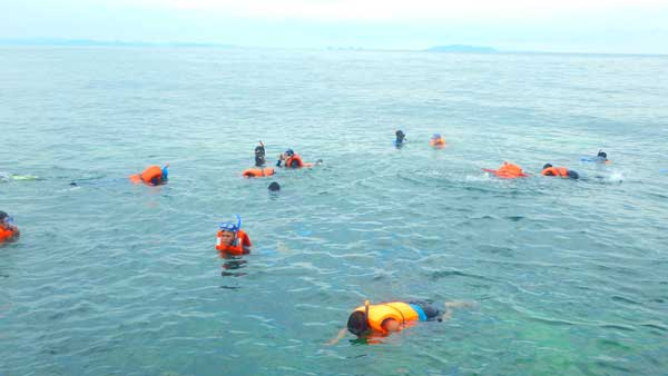 Snorkeling seru ke Pulau Abang