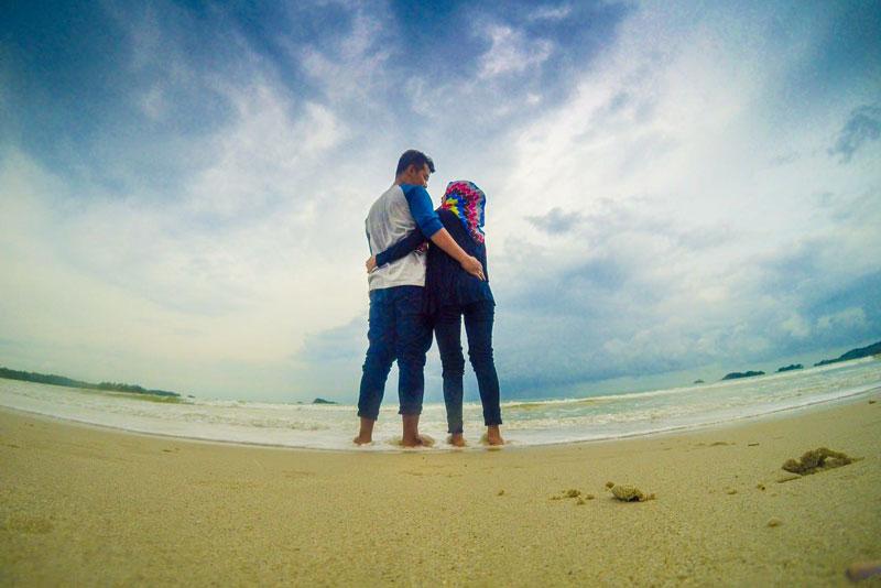 Pose romantis dulu kak di Pantai ini