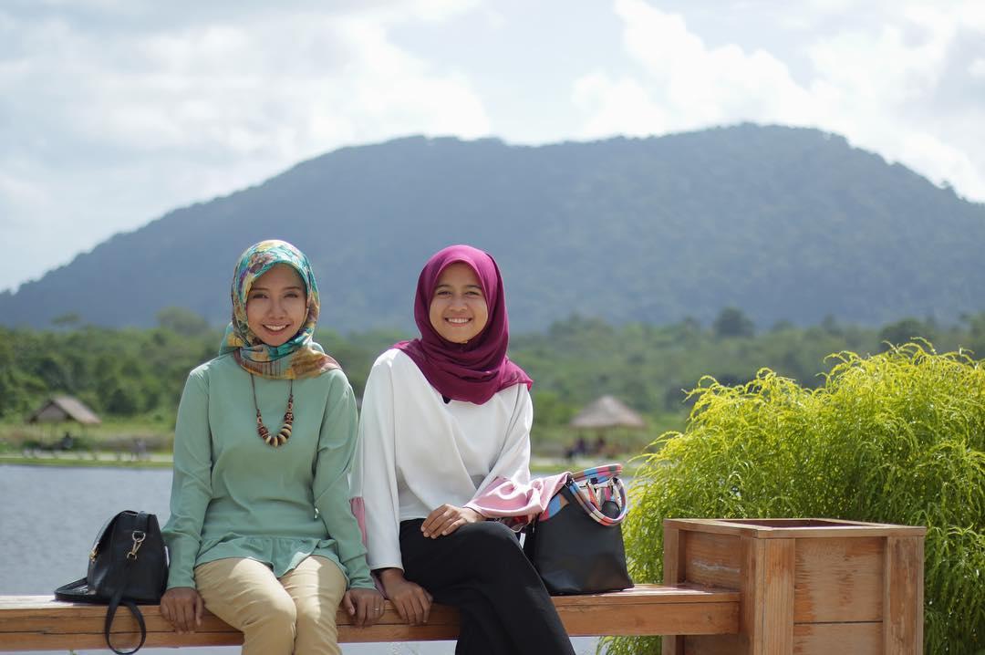 Background Gunung Bintan
