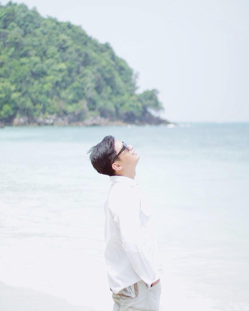 Chai Loekman di Khairah Beach Pulau Pengalap